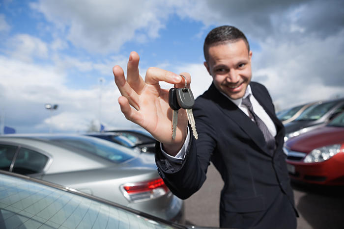 Car Dealers – Things to Consider When Buying Online